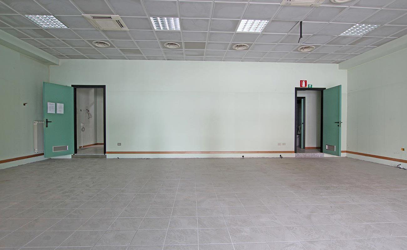 Locale commerciale di 136 mq a Novara