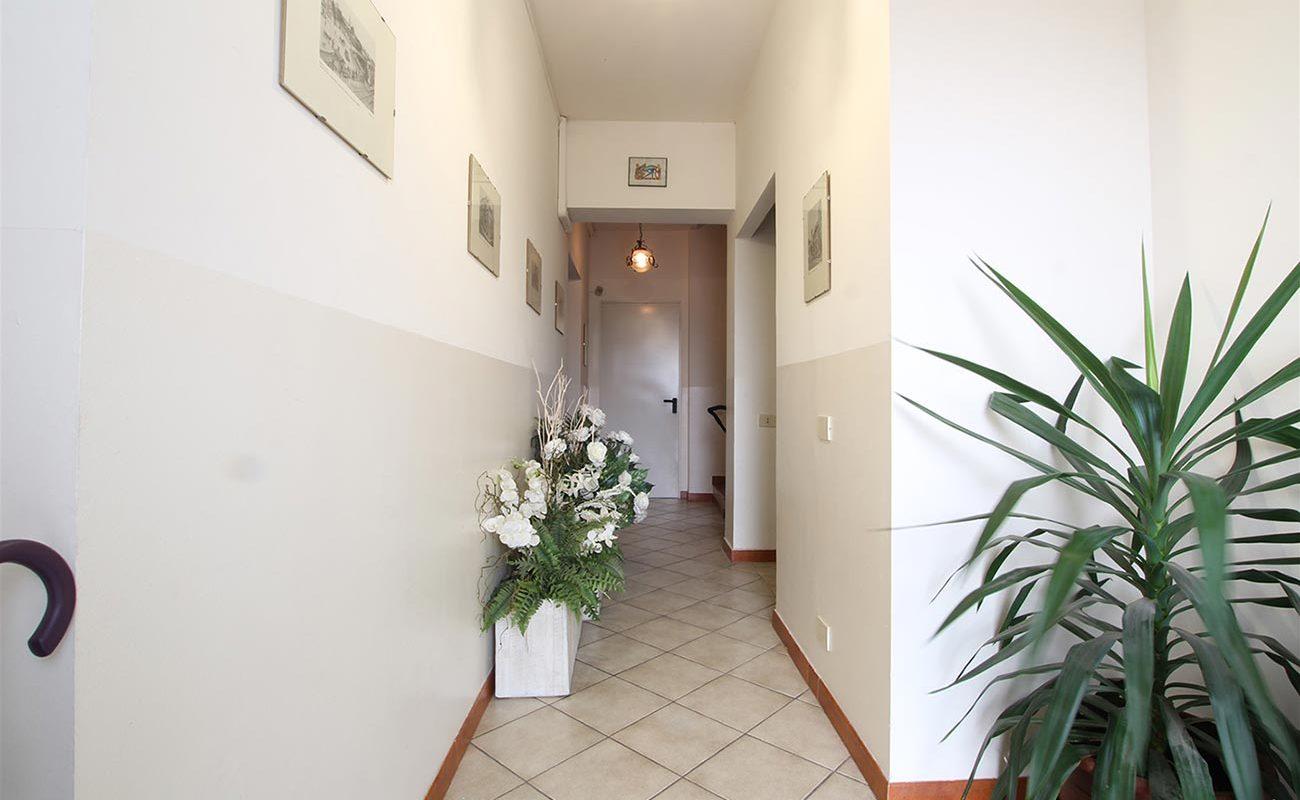 Villa trifamiliare con giardino a Novara