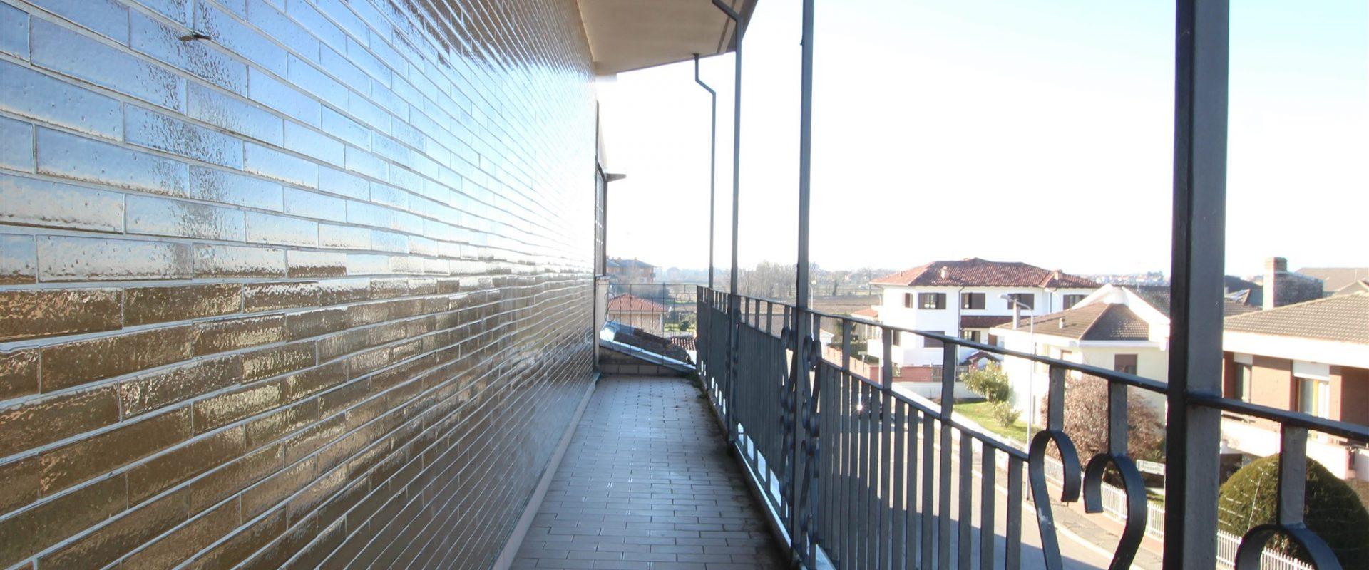 2 locali in villa con terrazzo